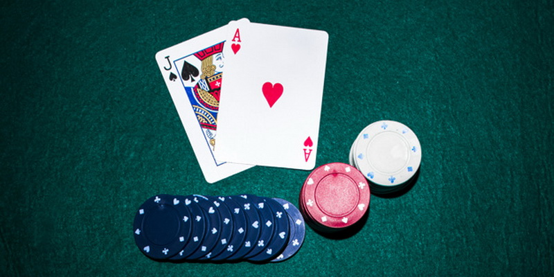 Bartukas, tūzas ir žetonai - Blackjack kortų žaidimas akis 21