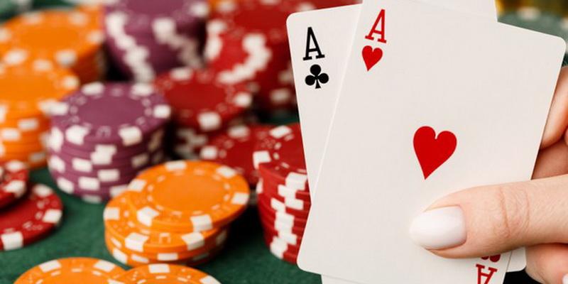 Du tūzai ir daug žetonų - Blackjack 21 žaidimas kortomis