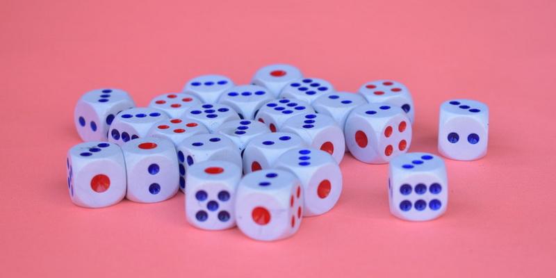 Spalvingi kazino kauliukai su kuriais galima lošti